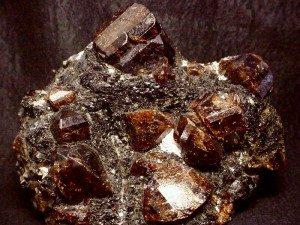 Zircon brun brut